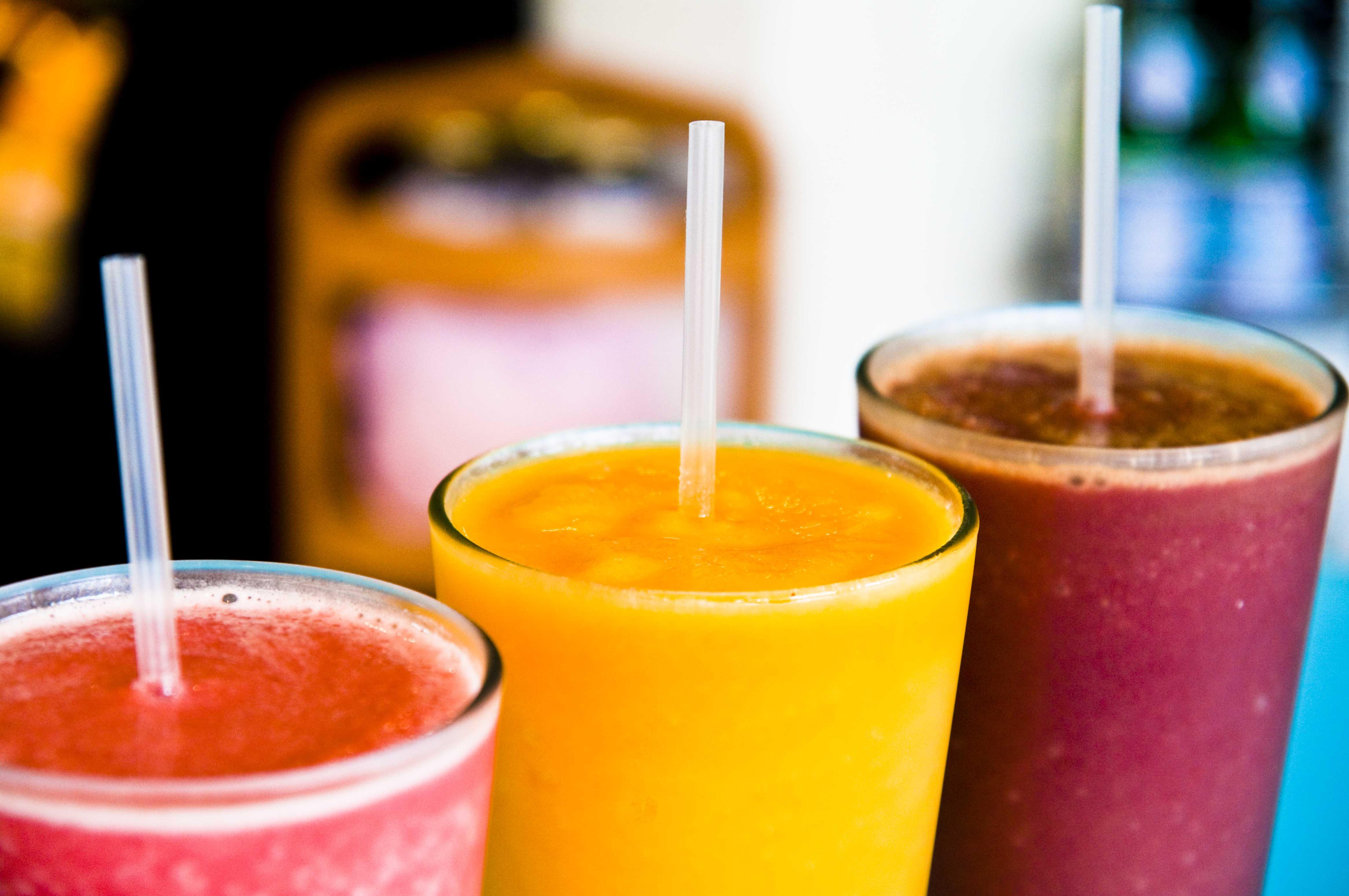 Recetas de batidos refrescantes de frutas y verduras para - Batidos de frutas ...