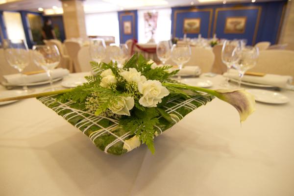 Cu les son las flores perfectas para tu boda for Centros de mesa para restaurantes